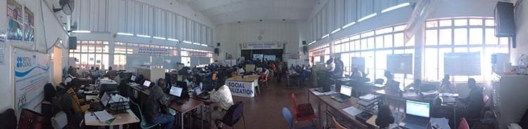 Oficina de respuesta a la emergencia, montada en un salón de actos en el corazón de la ciudad de Freetown